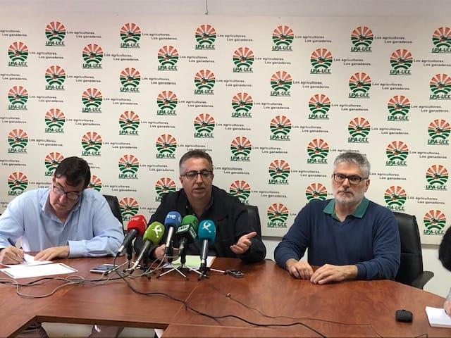 UPA-UCE y Asaja Extremadura se concentrarán el miércoles para exigir un aumento del precio del pimentón